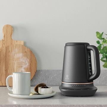 伊萊克斯瑞典美學1.7L不鏽鋼溫控電茶壺